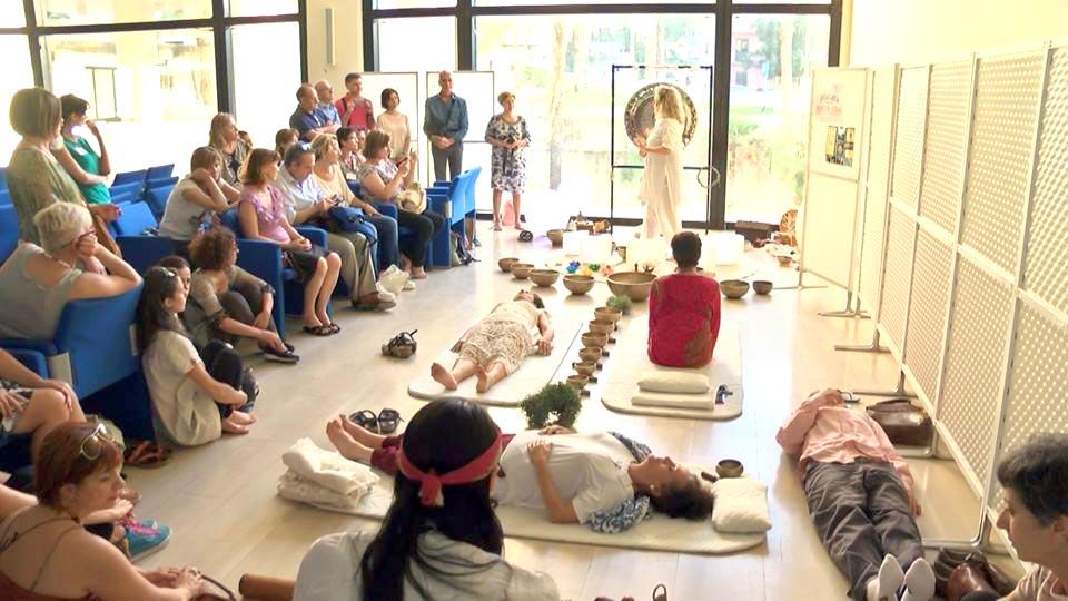 Dimostrazioni di tecniche di riequilibrio armonico vibrazionale con Jo'Han Chant'Ney e Giovanna Costa.